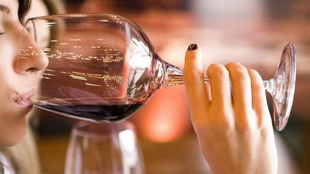 vrouw wijn